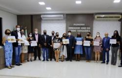 Vereadores entregam títulos de Cidadão Marcelandiense à personalidades na noite de segunda-feira (26)