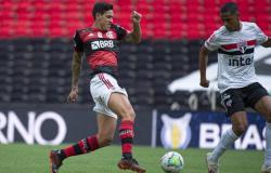 Volpi pega 2 pênaltis, e São Paulo goleia o Flamengo no Maracanã