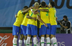 Brasil mantém campanha 100% com vitória sobre Uruguai e Cavani acaba expulso