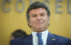 Presidente do STF critica Legislativo por 'judicialização da política'