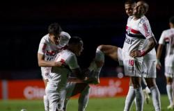 Com 2 gols de Luciano, São Paulo vence Flamengo e vai à semi da Copa do Brasil após 5 anos