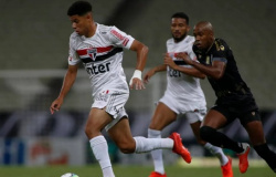Com polêmica do VAR, São Paulo volta a vacilar em luta pela liderança e fica só no empate com o Ceará