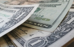 Dólar cai para R$ 5,07 com otimismo em relação a vacinas
