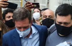 Presidente do STJ solta Crivella e impõe prisão domiciliar e tornozeleira