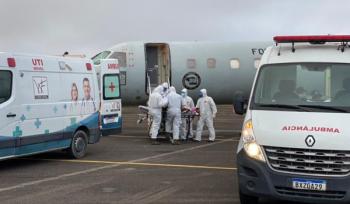 Primeiro embarque de pacientes com covid-19 do Amazonas que serão transferidos para outros estados/Reprodução
