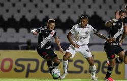 Vasco vence o Atlético-MG em São Januário e deixa zona de rebaixamento
