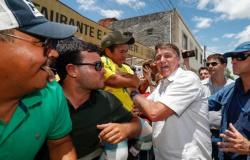 Bolsonaro inaugura obra em Sergipe e é aclamado pelo povo