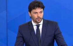 Fabio Farias ironiza Doria: ministro da Saúde 'não está em Miami e nem no Maracanã'