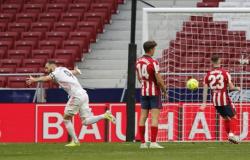 Benzema arranca empate para Real no clássico contra Atlético de Madrid