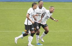 Debaixo de chuva, Corinthians vira sobre a Ponte e vence primeiro jogo na temporada