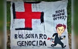 """PM prende manifestantes do PT com faixa """"Bolsonaro genocida"""""""