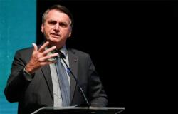 Em clima de otimismo para vencer a pandemia, Bolsonaro é ovacionado em jantar com empresários