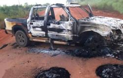 Bandidos roubam ouro de mineradora, queimam carros e agride vigia