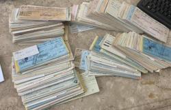"""Empresário faz """"coleção"""" de mais de 800 cheques sem fundos em Cuiabá"""