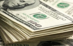 Dólar sobe para R$ 5,72 e fecha no maior valor em duas semanas