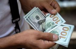 Dólar fecha a R$ 5,44 e atinge menor nível em dois meses