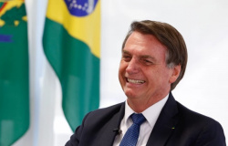 """Bolsonaro: 1° de maio agora é celebrado com """"bandeiras verde-e-amarela"""" e não 'vermelhas'"""