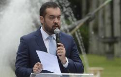 Cláudio Castro toma posse como governador efetivo do Rio de Janeiro