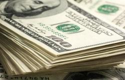Dólar interrompe sequência de quedas e fecha estável