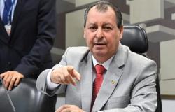 Presidente da CPI deixa microfone ligado e áudio com críticas a senador vaza na internet