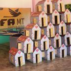 Caixa de Ovos se transforma em casinhas na CUFA Peixoto - MT