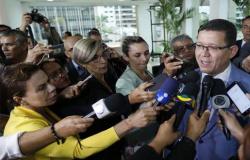 Revoltado com denúncia de superfaturamento no combate ao coronavírus, governador passa a atacar a imprensa