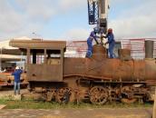Locomotiva 6 da Madeira Mamoré deixa o pátio ferroviário para ser vista no Memorial Rondon, em Porto Velho