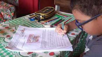 A lição de cada dia foi acompanhada por pais, orientados por professores durante o distanciamento social