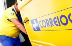 Funcionários dos Correios aprovam continuidade da greve nacional