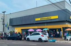 Bandidos roubam cerca de R$ 30 mil de vítima na frente de agência bancária