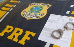 PRF em Rondônia intensifica fiscalizações, apreende madeira ilegal e recaptura três foragidos
