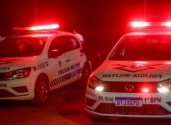 Vizinhos são presos após se agredirem com facão e pedrada por causa de caixa de som