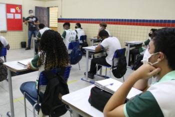 Pais se dividem sobre volta às aulas presenciais temendo contaminação por covid-19