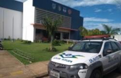 Policial penal é conduzido até a delegacia em Vilhena, RO após disparos de arma de fogo na zona rural