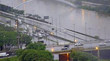 Chuva interdita completamente a Marginal Tietê desde 5h — Foto: Reprodução/TV Globo