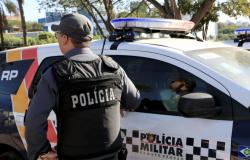Bêbado, homem espanca mãe e vizinho de 15 anos e acaba preso