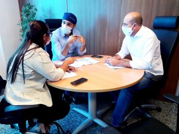 Deputado Ismael Crispin e secretária de saúde pleiteiam medicamentos para São Miguel do Guaporé