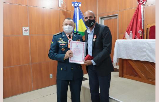 Ismael Crispin recebe medalha Amigo do Corpo de Bombeiros Militar