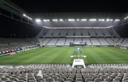 Corinthians e Palmeiras duelam pressionados por melhores atuações