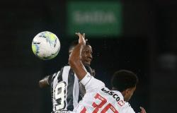 Botafogo vence Vasco e leva vantagem para volta da Copa do Brasil