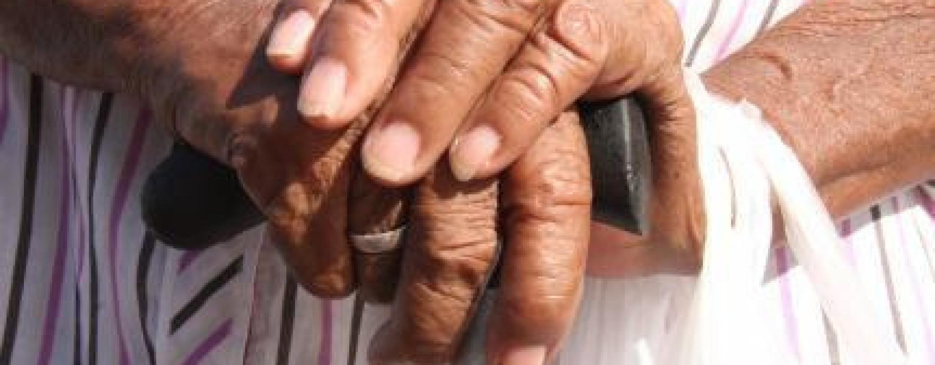 Sem remédio de R$ 9 mil, idoso sofre com piora de câncer