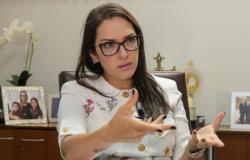 Janaina diz que denúncia é grave e quer presidente afastado