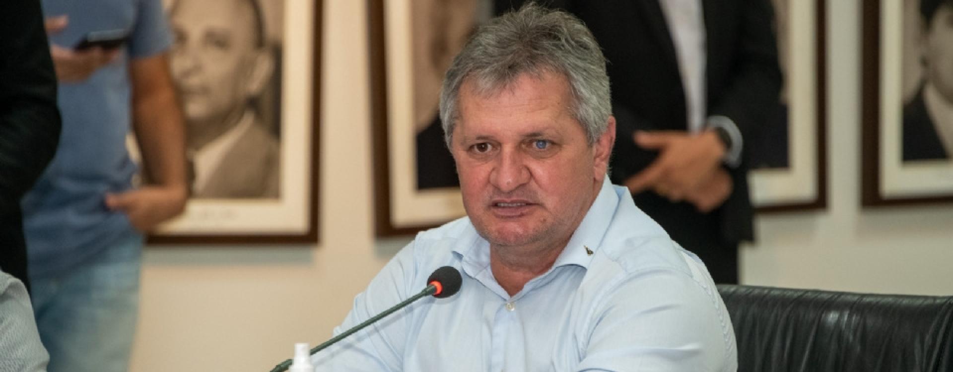 Líder afirma que Governo avalia possibilidade de recompensar municípios por corte de ICMS