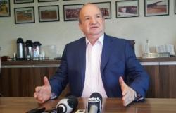 """Justiça multa prefeito por se promover a reeleição em """"livemício"""" em MT"""