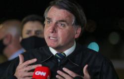 Bolsonaro veta perdão dívidas de igrejas e desagrada bancada