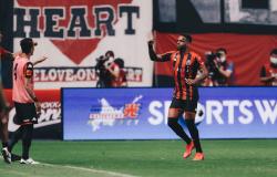 Aniversariante da semana, Anderson Lopes marca pelo Campeonato Japonês e dedica gol aos familiares