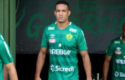 Líder da Série B e com apenas uma derrota nos últimos 18 jogos, Jenison curte bom momento pelo Cuiabá