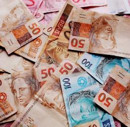 Família de SP envia R$ 50 bilhões para o exterior e paga R$ 2 bilhões em impostos