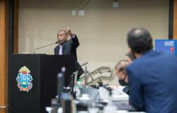 Henrique chama atenção para denúncia contra secretário adjunto executivo da Seduc
