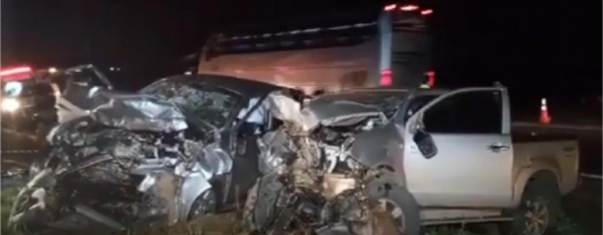 Acidente entre duas Hilux na BR-163 deixa dois mortos e vários feridos